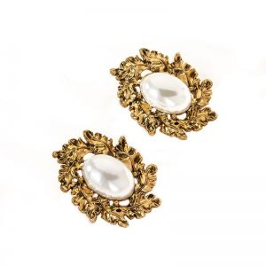 Golden Earring With Large Pearl